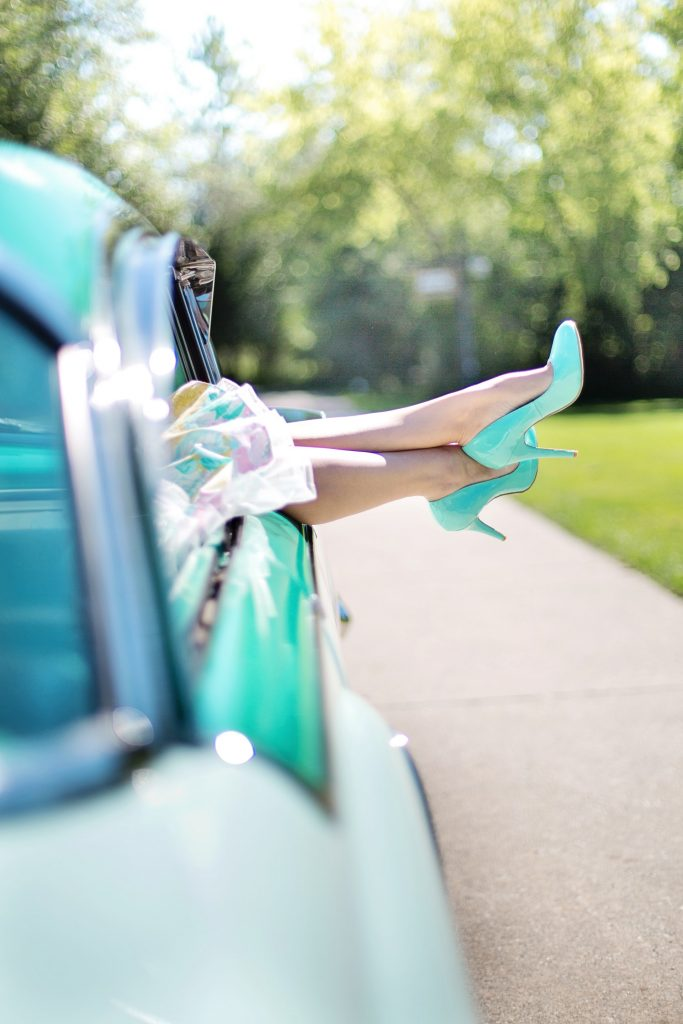 essex-high-heels-vintage-car-turquoise
